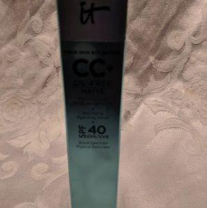 IT CC Oil-Free Medium Tan SPF 40